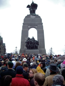 Canadian_National_War_Memorial_on_Remembrance_Day